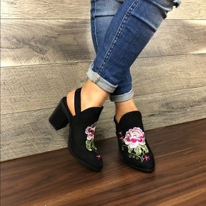 Shoes - EMBROIDERED WOMEN ALMOND TOE